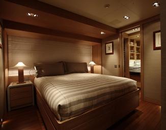 guest-queen-bed-2F9E6B8E7-D6EA-2441-F23D-D012B94A4A44.jpg